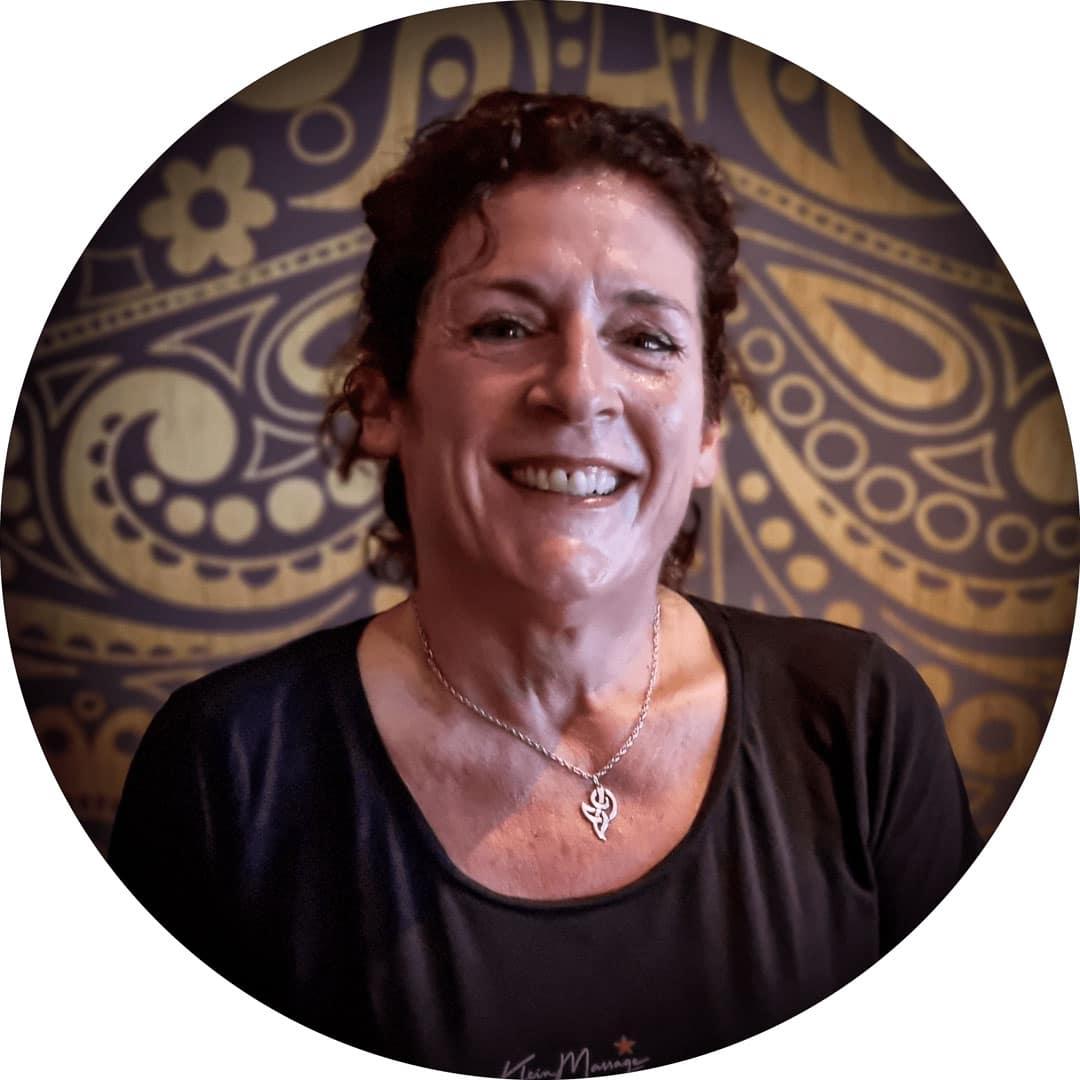 Roos is masseur bij Klein massage Leiden